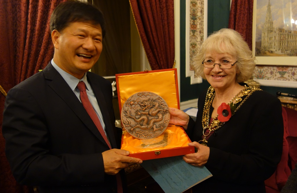 Cllr Allen with Chinese delegate
