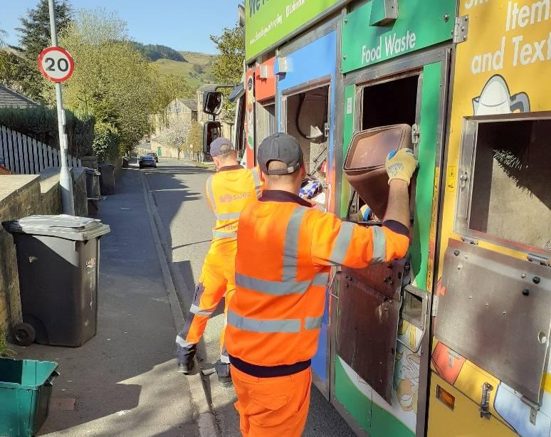 SUEZ recycling staff